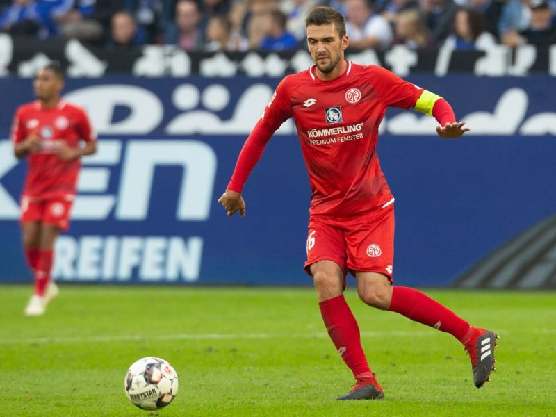 Stefan Bell of Mainz controls the ball during the Bundesliga match between FC Schalke 04 and 1. FSV Mainz 05 at Veltins-Arena on September 29, 2018 in Gelsenkirchen, Germany. (Photo by Juergen Schwarz/Bongarts/Getty Images)
