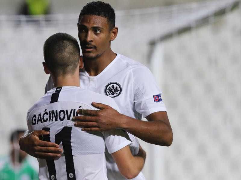 Apollon v Frankfurt -Frankfurt's French forward Sebastien Haller (R) celebrates with Mijat Gacinovic after he scored during the Europa League Group H football match between Apollon Limassol and Eintracht Frankfurt on November 8, 2018, at the GSP stadium in Nicosia. (Photo by STRINGER / AFP)
