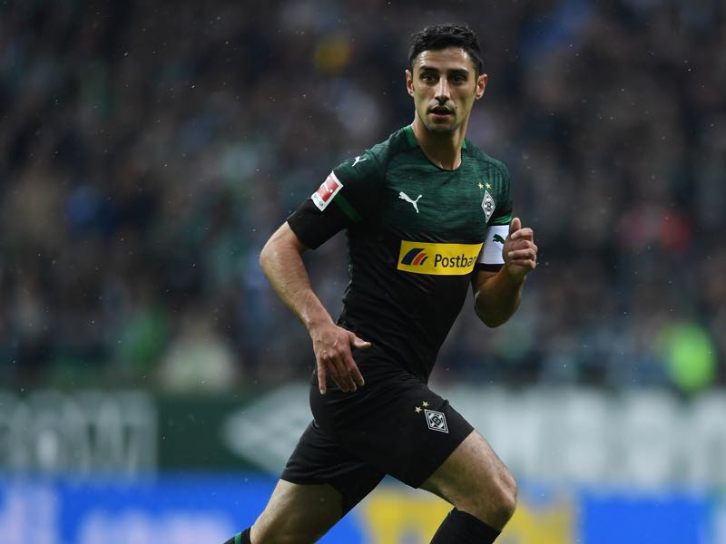 Lars Stindl of Borussia Moenchengladbach runs off the ball during the Bundesliga match between SV Werder Bremen and Borussia Moenchengladbach at Weserstadion on November 10, 2018 in Bremen, Germany. (Photo by Oliver Hardt/Bongarts/Getty Images)