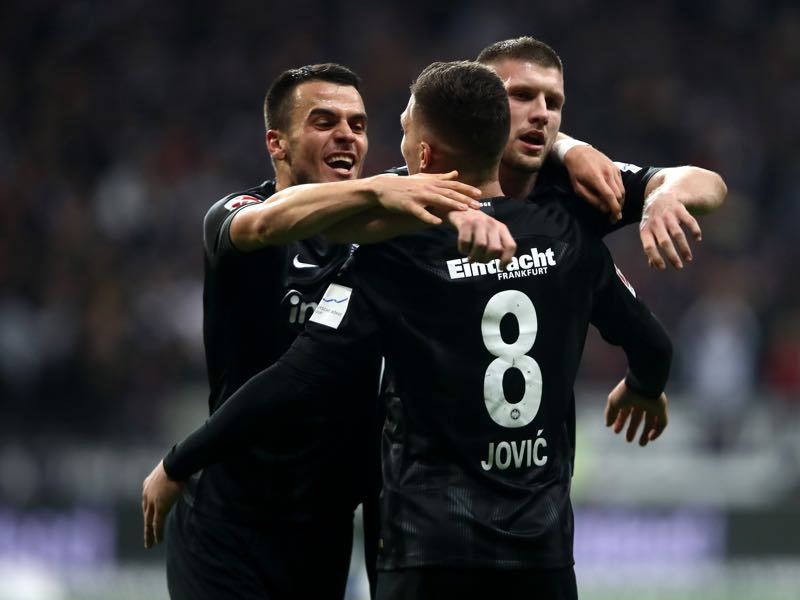 Eintracht Frankfurt vs Schalke - Luka Jovic of Eintracht Frankfurt celebrates with teammates Ante Rebic and Filip Kostic after scoring his team's second goal during the Bundesliga match between Eintracht Frankfurt and FC Schalke 04 at Commerzbank-Arena on November 11, 2018 in Frankfurt am Main, Germany. (Photo by Alex Grimm/Bongarts/Getty Images)