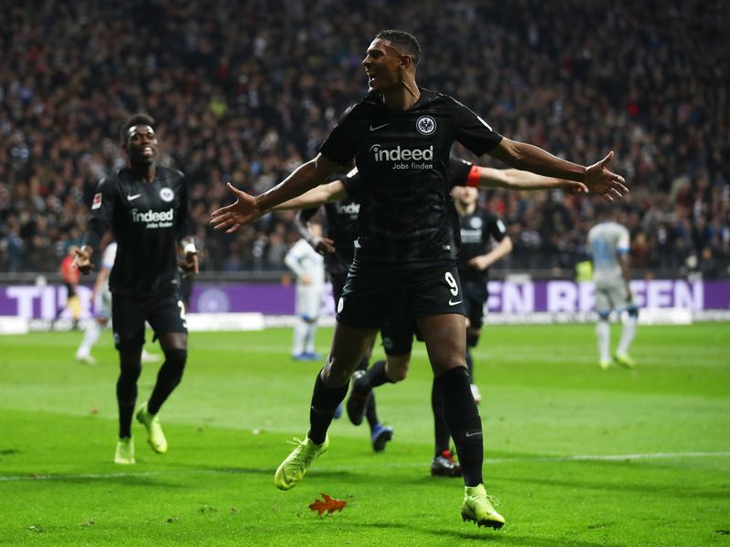 Eintracht Frankfurt vs Schalke - Sebastien Haller of Eintracht Frankfurt celebrates after scoring his team's third goal during the Bundesliga match between Eintracht Frankfurt and FC Schalke 04 at Commerzbank-Arena on November 11, 2018 in Frankfurt am Main, Germany. (Photo by Alex Grimm/Bongarts/Getty Images)