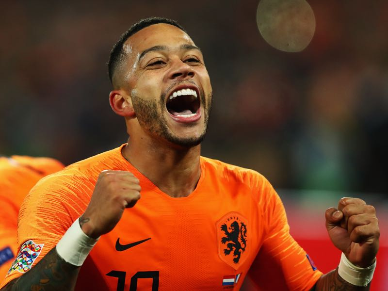 Memphis Depay of the Netherlands celebrates scoring his teams second goal of the game during the UEFA Nations League A group one match between Netherlands and France at De Kuip on November 16, 2018 in Amsterdam, Netherlands. (Photo by Dean Mouhtaropoulos/Getty Images)