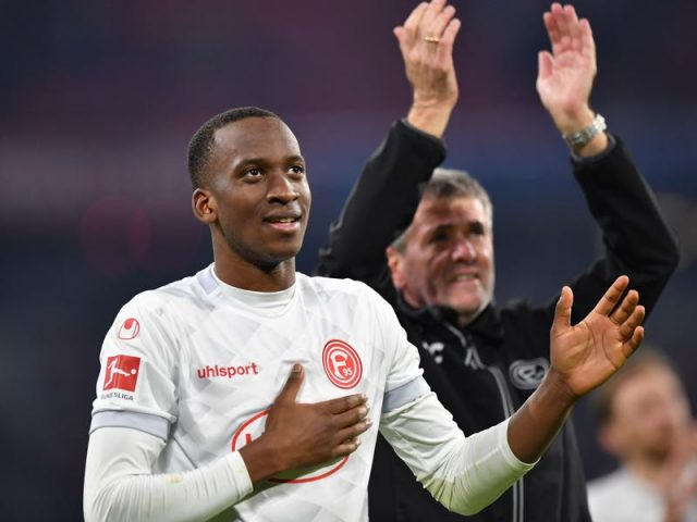 Bayern v Fortuna Düsseldorf - Dodi Lukebakio of Duesseldorf celebrates with fans after the Bundesliga match between FC Bayern Muenchen and Fortuna Duesseldorf at Allianz Arena on November 24, 2018 in Munich, Germany. (Photo by Sebastian Widmann/Bongarts/Getty Images)
