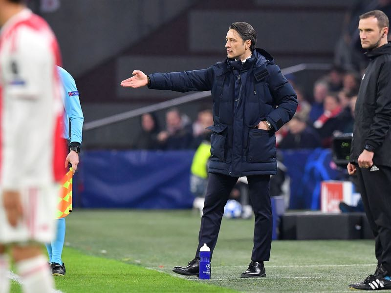 Ajax v Bayern München - Niko Kovac (C) gestures on the sideline during the UEFA Champions League Group E football match between AFC Ajax and FC Bayern Munchen at the Johan Cruyff Arena in Amsterdam on December 12, 2018. (Photo by EMMANUEL DUNAND / AFP)