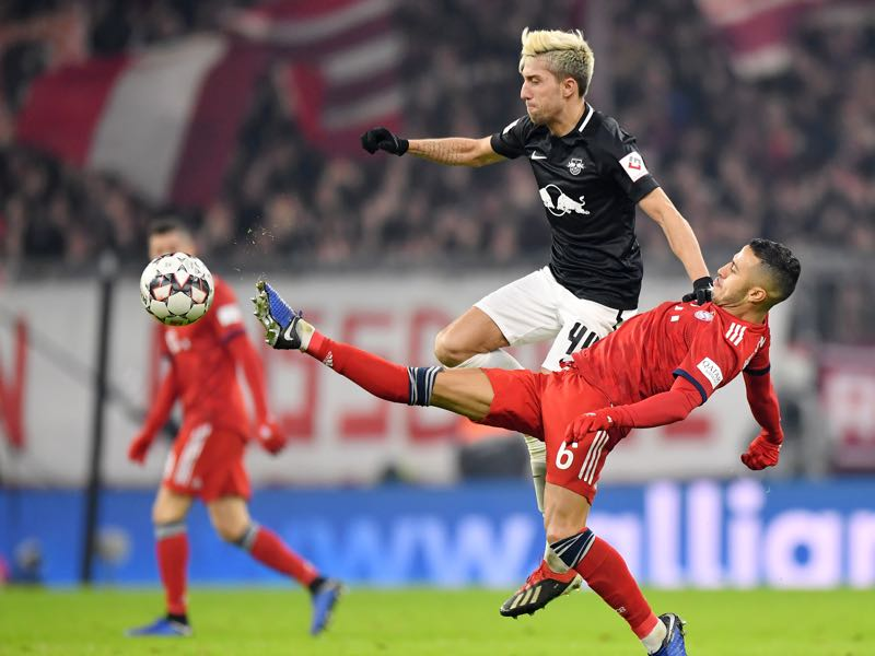 Bayern v Leipzig - Thiago Alcantara of Bayern Munich battles for possession with Kevin Kampl of RB Leipzig during the Bundesliga match between FC Bayern Muenchen and RB Leipzig at Allianz Arena on December 19, 2018 in Munich, Germany. (Photo by Sebastian Widmann/Bongarts/Getty Images)