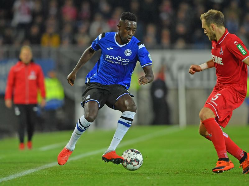Prince Osei Owusu (L) of Bielefeld and Rafael Czichos of Koeln fight for the ball during the Second Bundesliga match between DSC Arminia Bielefeld and 1. FC Koeln at Schueco Arena on September 28, 2018 in Bielefeld, Germany. (Photo by Thomas Starke/Bongarts/Getty Images)