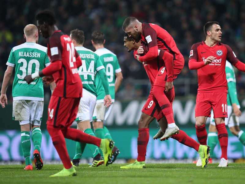 Bremen v Frankfurt - The players of Eintracht Frankfurt celebrate after scoring during the Bundesliga match between SV Werder Bremen and Eintracht Frankfurt at Weserstadion on January 26, 2019 in Bremen, Germany. (Photo by Cathrin Mueller/Bongarts/Getty Images)