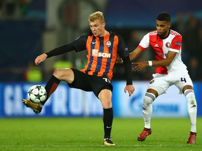 Viktor Kovalenko of Shakhtar Donetsk and Jeremiah St. Juste of Feyenoord battle for possession during the UEFA Champions League group F match between Feyenoord and Shakhtar Donetsk at Feijenoord Stadion on October 17, 2017 in Rotterdam, Netherlands. (Photo by Dean Mouhtaropoulos/Getty Images)