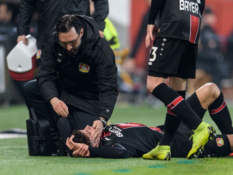 Leverkusen v Krasnodar - Kai Havertz of Bayer Leverkusen gets medical assistance during the UEFA Europa League Round of 32: Second Leg match between Bayer 04 Leverkusen and FK Krasnodar at the BayArena on February 21, 2019 in Leverkusen, Germany. (Photo by Jörg Schüler/Getty Images)