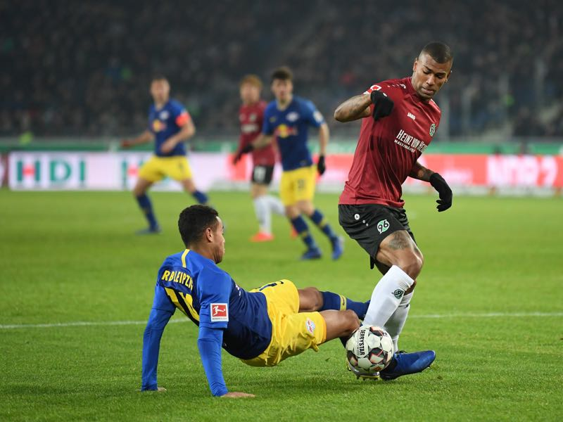 Hannover v RB Leipzig - Tyler Adams of RB Leipzig tackles Walace of Hannover 96 during the Bundesliga match between Hannover 96 and RB Leipzig at HDI-Arena on February 01, 2019 in Hanover, Germany. (Photo by Stuart Franklin/Bongarts/Getty Images)