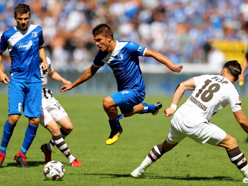 Aleksandar Ignjovski (L) of Magdeburg and Diamantakos of St. Pauli battle for the ball during the Second Bundesliga match between 1. FC Magdeburg and FC St. Pauli at MDCC Arena on August 5, 2018 in Magdeburg, Germany. (Photo by Martin Rose/Bongarts/Getty Images)