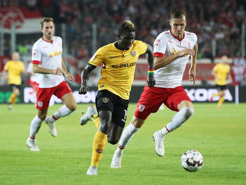 Moussa Kone of Dynamo Dresden is challenged by Jonas Foehrenbach of Jahn Regensburg during the Second Bundesliga match between SSV Jahn Regensburg and SG Dynamo Dresden at Continental Arena on September 14, 2018 in Regensburg, Germany. (Photo by Adam Pretty/Bongarts/Getty Images)