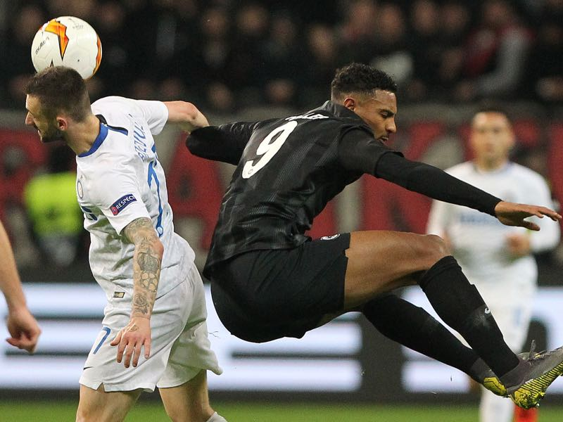Frankfurt's French forward Sebastien Haller and Inter Milan's Croatian midfielder Marcelo Brozovic (L) vie for the ball during the UEFA Europa League round of 16 1st leg football match Frankfurt v Inter Milan in Frankfurt, western Germany on March 7, 2019. (Photo by Daniel ROLAND / AFP)