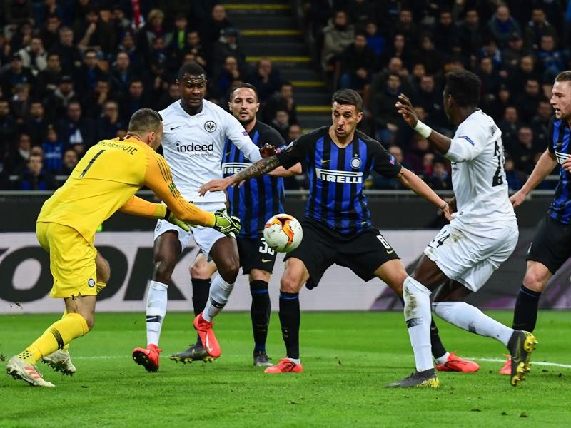 Inter Milan v Frankfurt - Inter Milan's Slovenian goalkeeper Samir Handanovic (L) goes to grab the ball under pressure from Eintracht Frankfurt's French defender Evan Obite Ndicka (2ndL) and Eintracht Frankfurt's German defender Danny Da Costa (2ndR) during the UEFA Europa League round of 16 second leg football match Inter Milan vs Eintracht Frankfurt on March 14, 2019 at the San Siro stadium in Milan. (Photo by Miguel MEDINA / AFP)