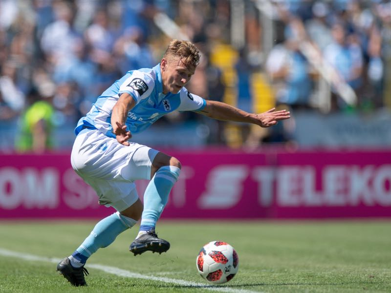 Benjamin Kindsvater of 1860 Muenchen plays the ball during the 3. Liga match between TSV 1860 Muenchen and KFC Uerdingen 05 at Stadion an der Gruenwalder Strasse on August 12, 2018 in Munich, Germany. (Photo by Sebastian Widmann/Bongarts/Getty Images)