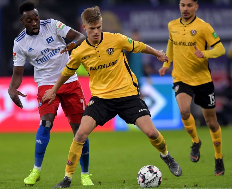 Khaled Narey of Hamburg challenges Dzenis Burnic of Dresden during the Second Bundesliga match between Hamburger SV and SG Dynamo Dresden at Volksparkstadion on February 11, 2019 in Hamburg, Germany. (Photo by Stuart Franklin/Bongarts/Getty Images)
