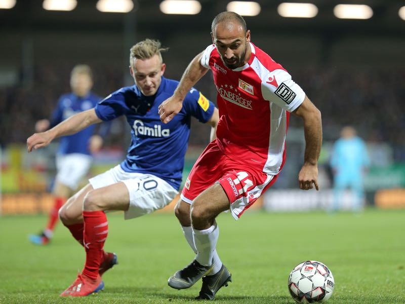 Jannik Dehm of Holstein Kiel and Akaki Gogia of 1. FC Union Berlin battle for the ball during the Second Bundesliga match between Holstein Kiel and 1. FC Union Berlin at Holstein-Stadion on March 01, 2019 in Kiel, Germany. (Photo by Cathrin Mueller/Bongarts/Getty Images)