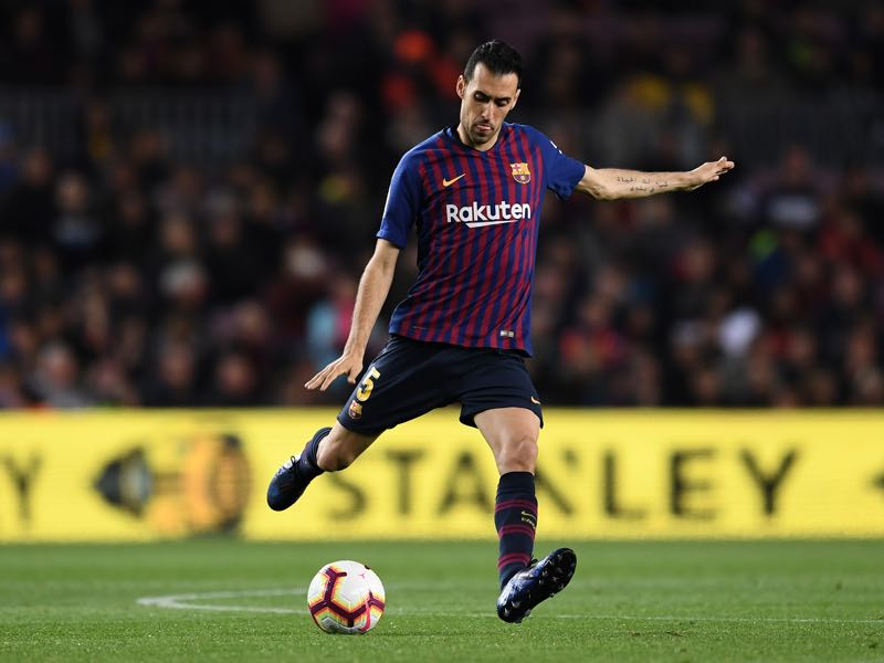 Sergio Busquets of FC Barcelona runs with the ball during the La Liga match between FC Barcelona and Rayo Vallecano de Madrid at Camp Nou on March 09, 2019 in Barcelona, Spain. (Photo by David Ramos/Getty Images)