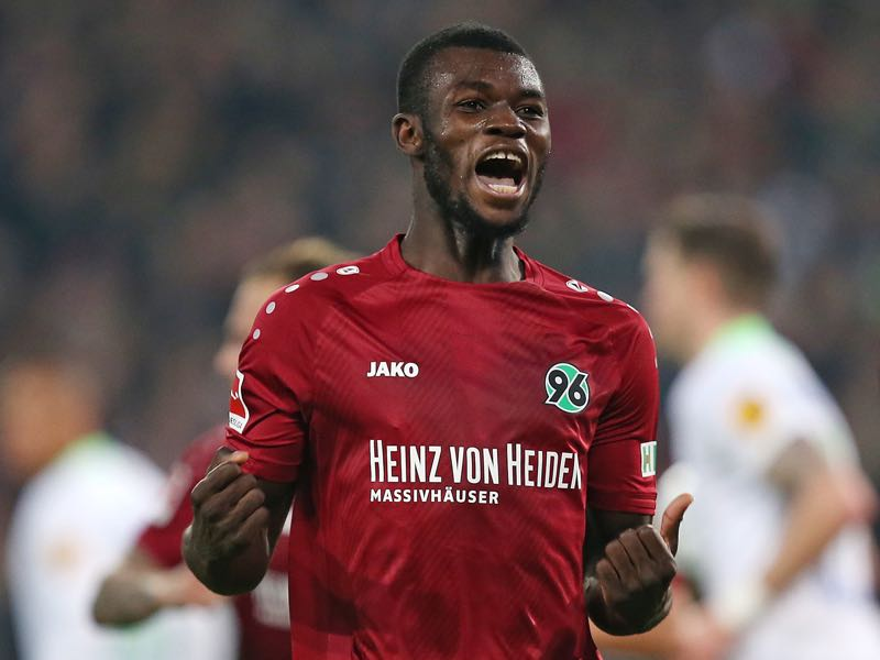 Ihlas Bebou of Hannover 96 celebrates after scoring during the Bundesliga match between Hannover 96 and VfL Wolfsburg at HDI-Arena on November 9, 2018 in Hanover, Germany. (Photo by Cathrin Mueller/Bongarts/Getty Images)