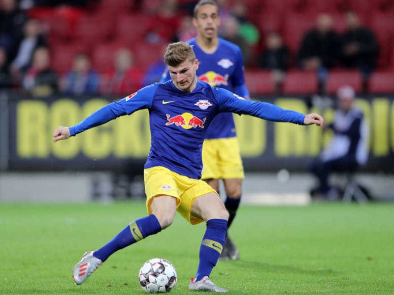 Timo Werner of RB Leipzig scores his sides third goal during the Bundesliga match between 1. FSV Mainz 05 and RB Leipzig at Opel Arena on May 03, 2019 in Mainz, Germany. (Photo by Simon Hofmann/Bongarts/Getty Images)