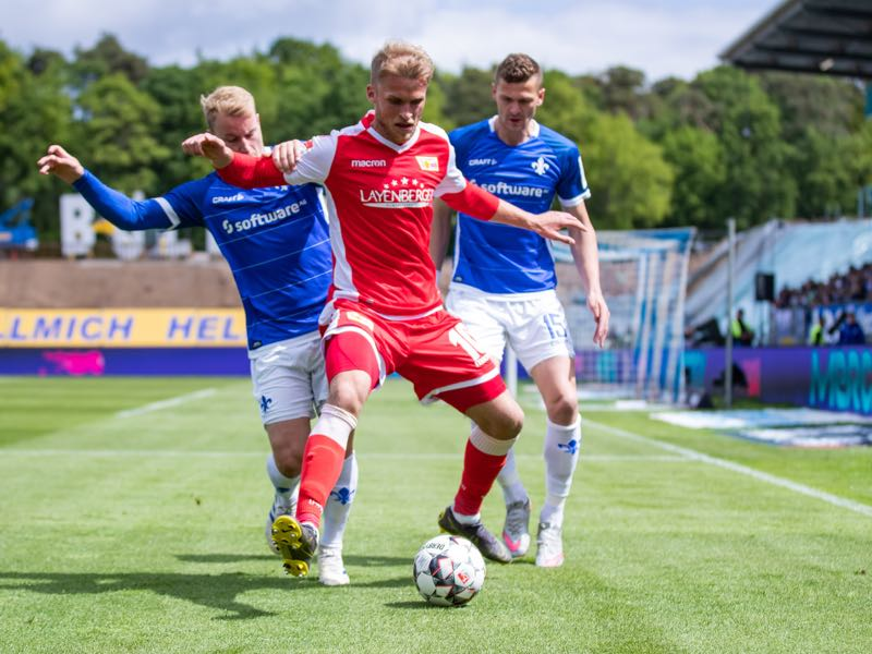 Sebastian Andersson of Berlin is challenged by Fabian Holland (L) and Mathias Wittek (R) of Darmstadt during the Second Bundesliga match between SV Darmstadt 98 and 1. FC Union Berlin at Jonathan-Heimes-Stadion am Boellenfalltor on May 05, 2019 in Darmstadt, Germany. (Photo by Simon Hofmann/Bongarts/Getty Images)