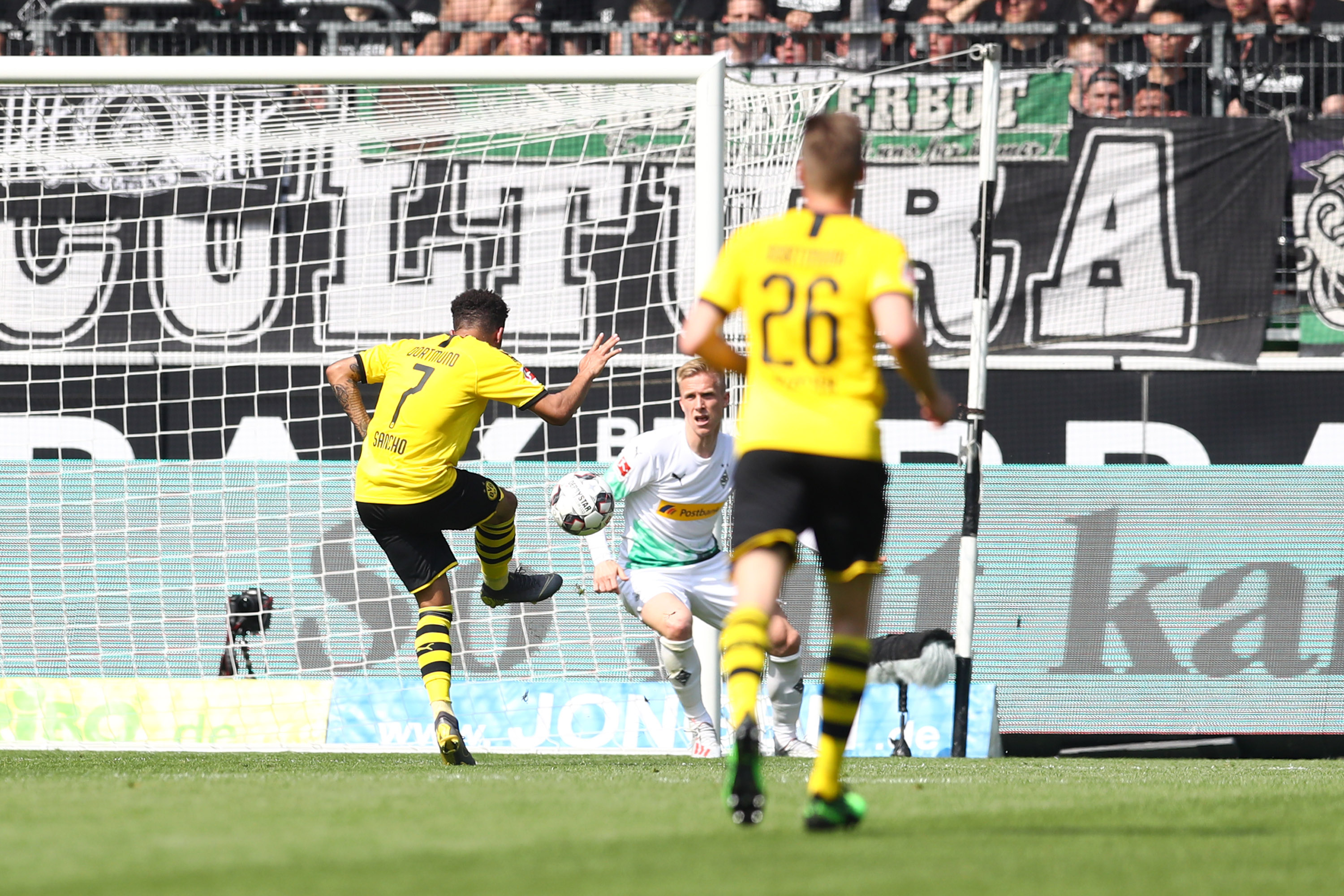 Gladbach v Borussia Dortmund -MOENCHENGLADBACH, GERMANY - MAY 18: Jadon Sancho of Borussia Dortmund scores his team's first goal during the Bundesliga match between Borussia Moenchengladbach and Borussia Dortmund at Borussia-Park on May 18, 2019 in Moenchengladbach, Germany. (Photo by Lars Baron/Bongarts/Getty Images)