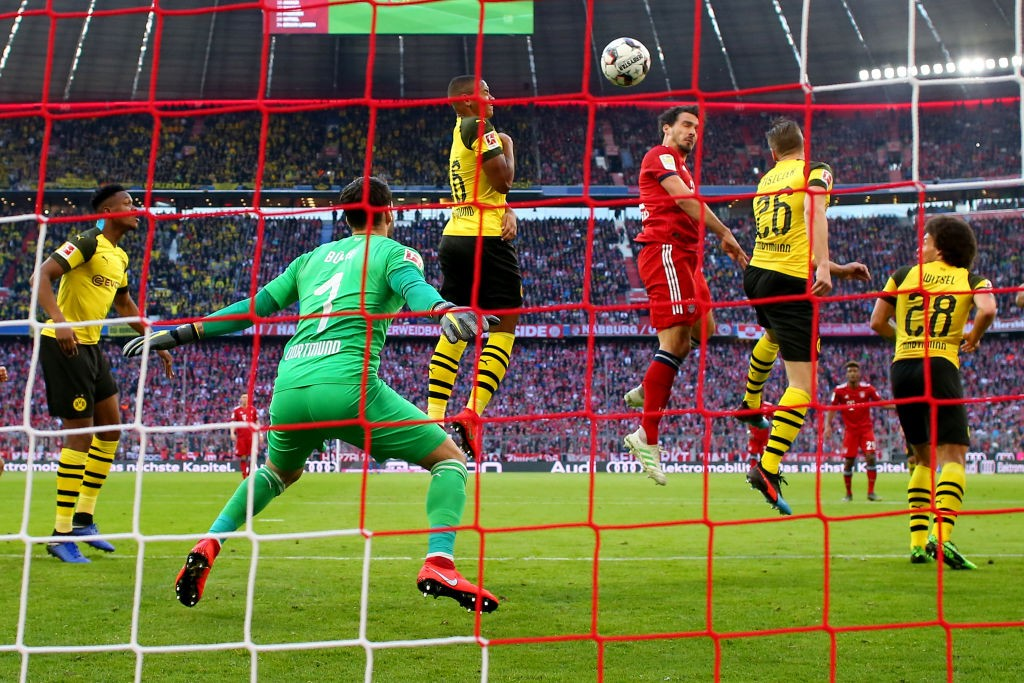 Mats Hummels (3rd R) of Muenchen scores the opening goal during the Bundesliga match between FC Bayern Muenchen and Borussia Dortmund at Allianz Arena on April 06, 2019 in Munich, Germany. (Photo by Alexander Hassenstein/Bongarts/Getty Images)