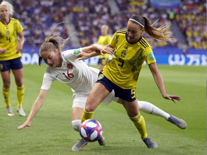 Canada's forward Janine Beckie (L) vies with Sweden's midfielder Kosovare Asllani during the France 2019 Women's World Cup round of sixteen football match between Sweden and Canada, on June 24, 2019, at the Parc des Princes stadium in Paris. (Photo by Kenzo TRIBOUILLARD / AFP)