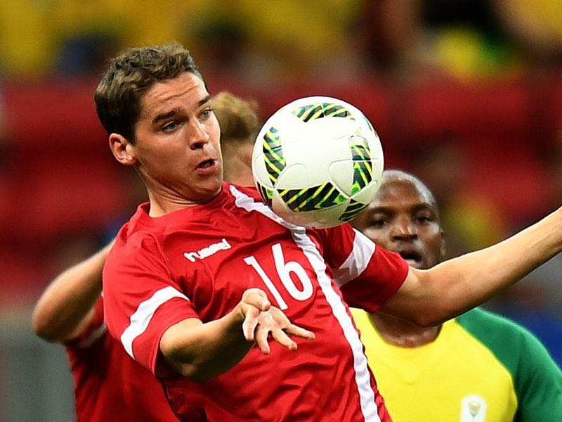 Robert Skov - Denmark's player Robert Skov controls the ball during the Rio 2016 Olympic Games First Round Group A men's football match against South Africa at the Mane Garrincha Stadium in Brasilia on August 7, 2016. / AFP / EVARISTO SA