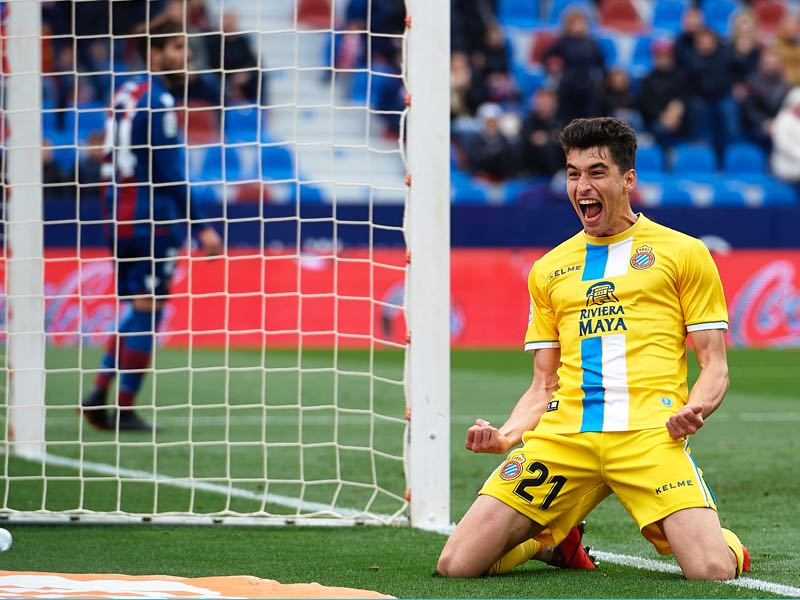 Marc Roca of Espanyol celebrates after scoring his team's second goal during the La Liga match between Levante UD and RCD Espanyol at Ciutat de Valencia on April 21, 2019 in Valencia, Spain. (Photo by Manuel Queimadelos Alonso/Getty Images)
