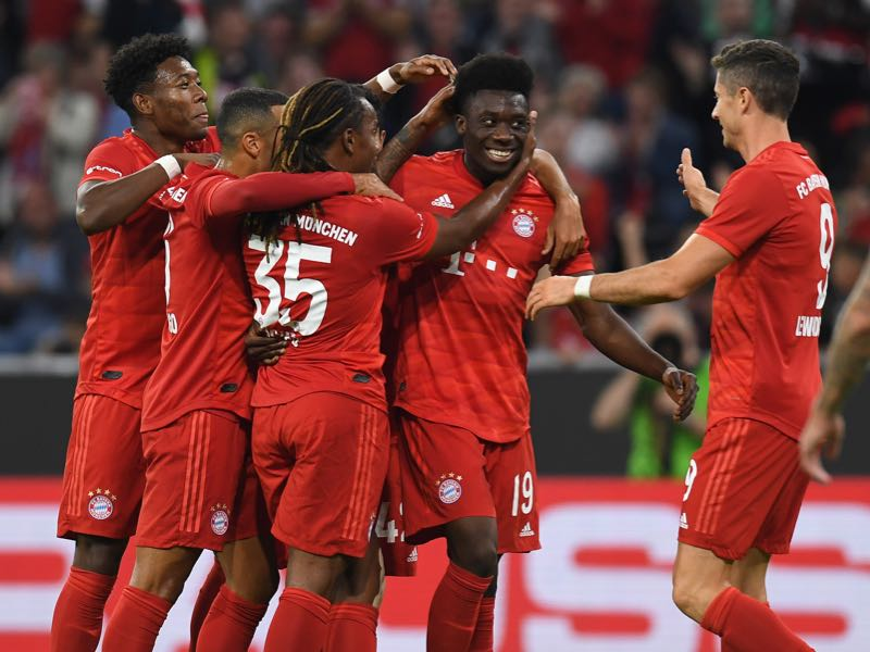 Tottenham vs Bayern - Bayern Munich's Canadian midfielder Alphonso Davies (2nd R) celebrates scoring with his team-mates during the Audi Cup final football match between FC Bayern Munich and Tottenham Hotspur in Munich, on July 31, 2019. (Photo by Christof STACHE / AFP)