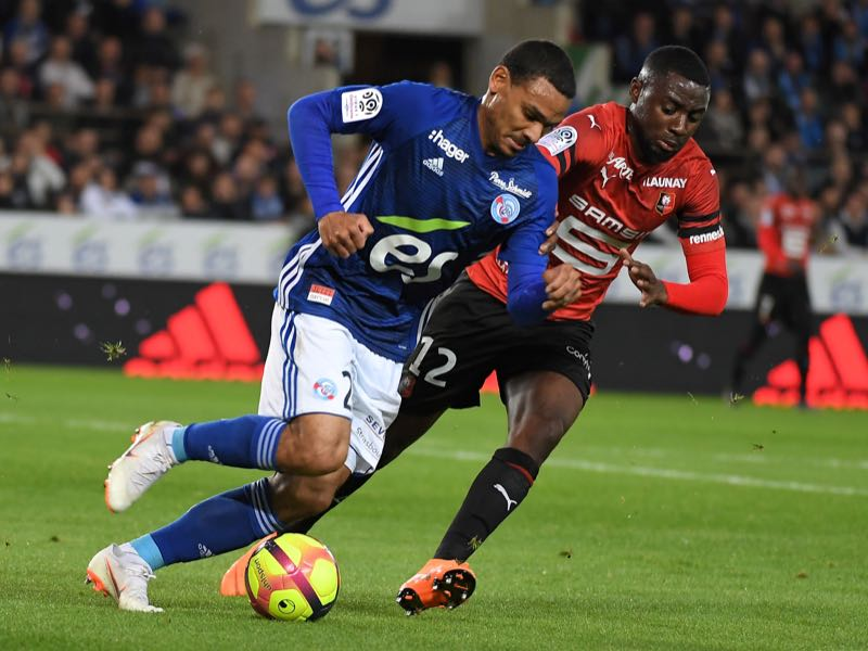 Strasbourg's French defender Kenny Lala (L) vies with Rennes' French midfielder James Lea Siliki during the French L1 football match between Strasbourg (RCSA) and Rennes (SRFC) on May 18, 2019 at the Meinau stadium in Strasbourg, eastern France. (Photo by PATRICK HERTZOG / AFP)
