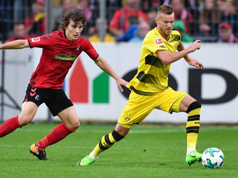 Andriy Yarmolenko (r.) will be a key player for Dortmund on Wednesday. (THOMAS KIENZLE/AFP/Getty Images)