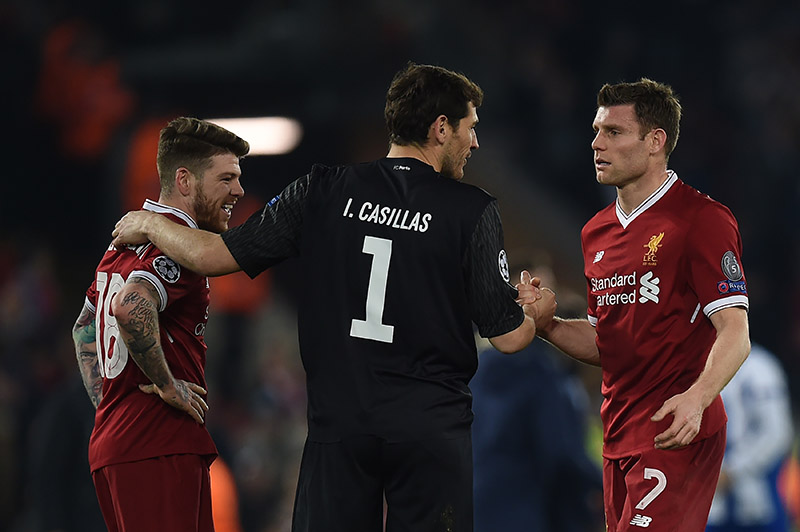 Liverpool vs Porto - Iker Casillas greets Alberto Moreno and James Milner at the final whistle. (Photo PAUL ELLIS/AFP/Getty Images)