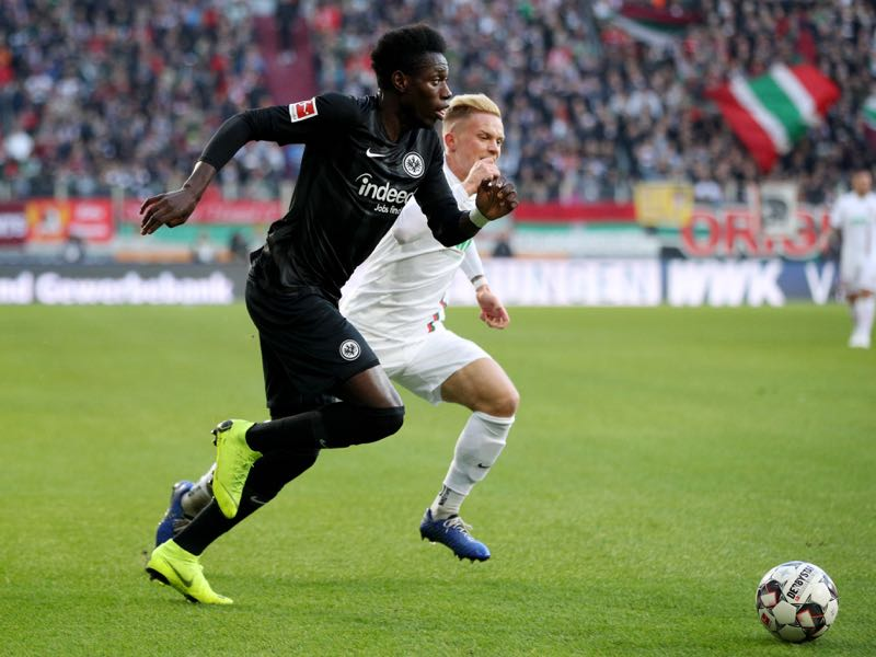 Danny Da Costa of Eintracht Frankfurt is challenged by Philipp Max of Augsburg during the Bundesliga match between FC Augsburg and Eintracht Frankfurt at WWK-Arena on November 24, 2018 in Augsburg, Germany. (Photo by Adam Pretty/Bongarts/Getty Images)