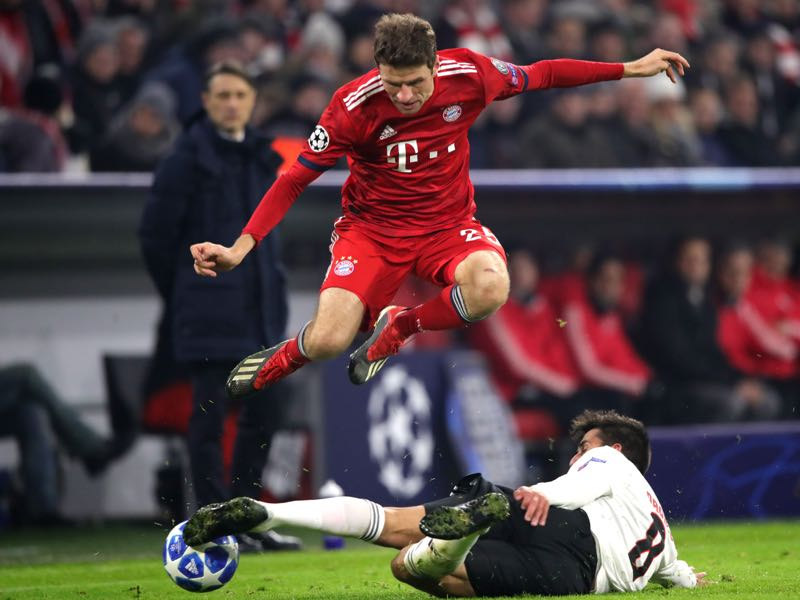 Gabriel of Benfica tries to tackle Thomas Müller of Bayern Munich during the UEFA Champions League Group E match between FC Bayern Muenchen and SL Benfica at Fussball Arena Muenchen on November 27, 2018 in Munich, Germany. (Photo by Alex Hassenstein/Getty Images)